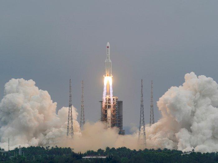 Para Ahli Memperkirakan Roket China Bisa Jatuh ke Bumi pada Hari Sabtu