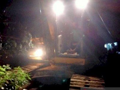 Akibat Tanah Longsor, Akses Jalan Lintas Barat Riau-Sumbar Terputus