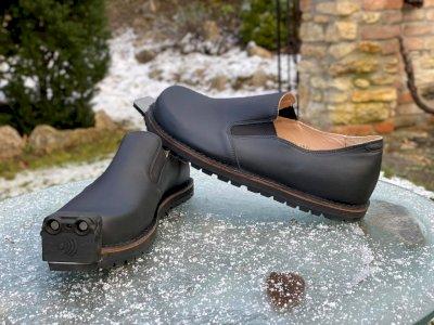 Perusahaan Austria Tec-Innovation Bikin Sepatu dengan Kontrol AI untuk Membantu Tunanetra