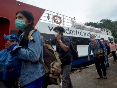 FOTO: Pelayanan Kapal Antar Pulau Tetap Beroperasional