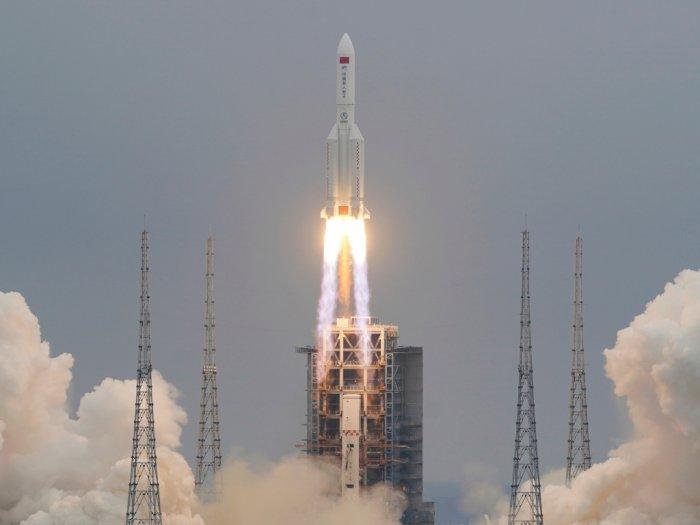 Jadi Trending Topic, Roket Long March 5B Milik China Mulai Jatuh ke Bumi!