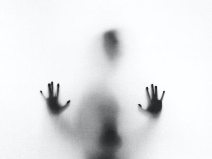 Ngeri! Pria Ini Rekam Paranormal Experience Ekstrem di Rumahnya, Barang Terlempar Sendiri