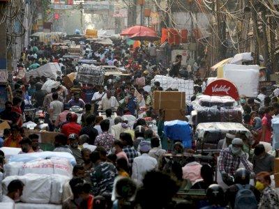 Covid-19 Masih Menggila, Warga Nekat Ramai-ramai Belanja di Pasar
