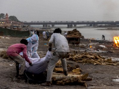 Miris, 40 Mayat Ditemukan Terdampar di Tepi Sungai Gangga India