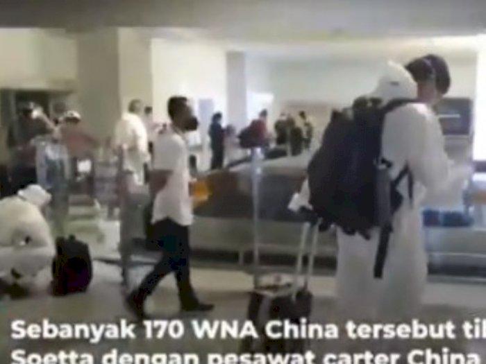 Ratusan WNA Diduga Asal China Masuk Bandara Soetta, Netizen: Kalau TKA Cina Mah Bebas