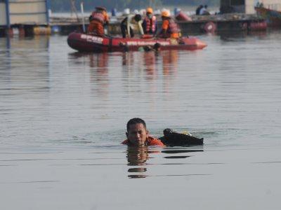 FOTO: Pencarian Korban Tenggelamnya Perahu Wisata Kedung Ombo