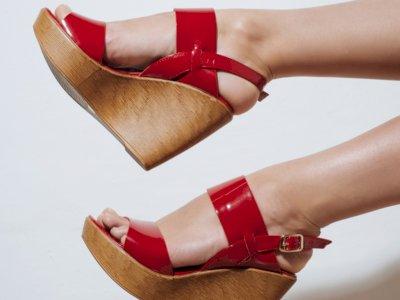 Dear Cewek Bertubuh Mungil, 3 Jenis Sepatu Ini Baiknya Kamu Hindari Pakai