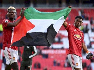 Pogba dan Diallo Bentangkan Bendera Palestina di Old Trafford