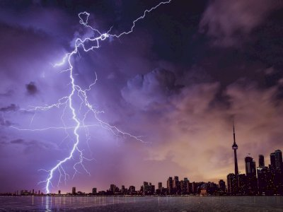 BMKG Prakirakan Hujan Lebat Disertai Angin Terjadi di Beberapa Daerah Hari Ini