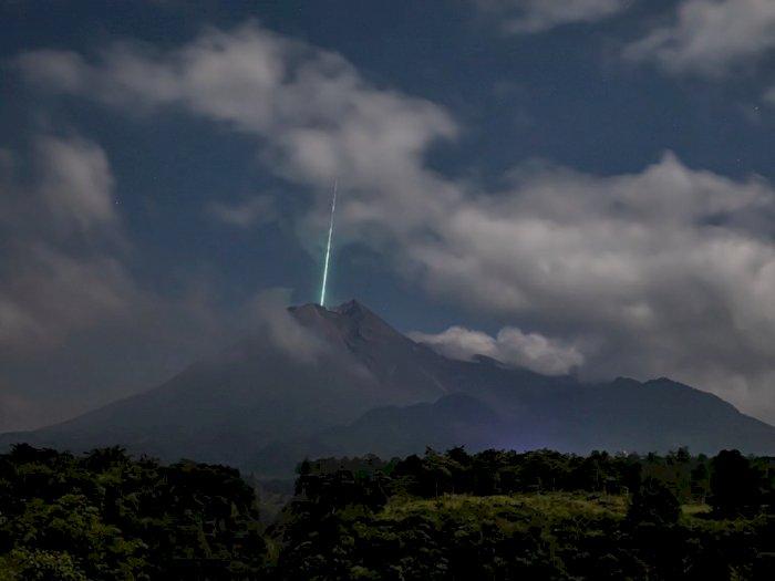 Ramai Foto Kilatan Cahaya, BPPTKG Pastikan Tidak Ada Benda Langit Jatuh di Gunung Merapi