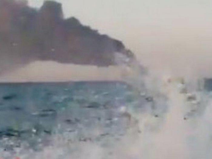 Kapal Terbesar Angkatan Laut Iran Tenggelam Setelah Terjadi Kebakaran di Kapal