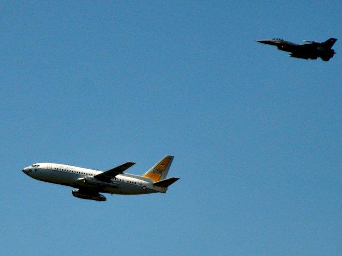 FOTO: Simulasi Penurunan Paksa Pesawat Asing