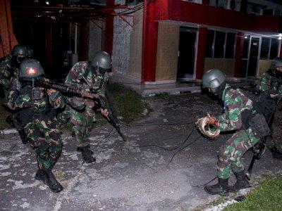 FOTO: Latihan Penghancuran Instalasi Lawan Yonif Raider 631