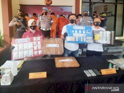 Polisi Bongkar Tempat Pembuatan Tembakau Sintetis di Bogor, Raup Keuntungan Rp20 Juta/Kg