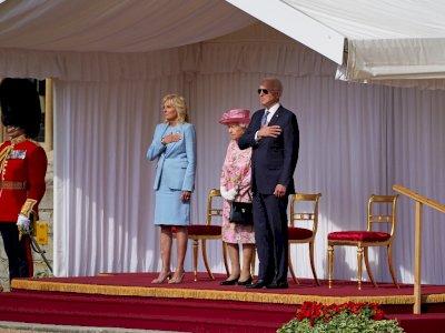 Style Fashion Joe Biden Dianggap Langgar Protokol saat Bertemu Ratu Elizabeth II, Apa Itu?