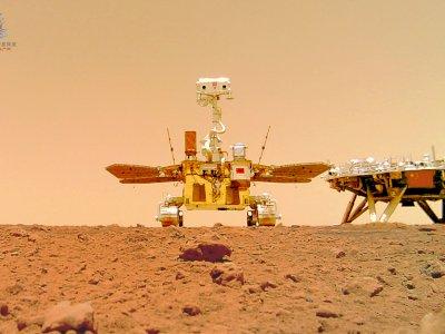 Penjelajah Zhurong Berhasil Mengirim Gambar Permukaan Mars ke Bumi