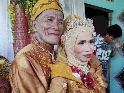 Viral Pernikahan Pasangan Lansia di Sambas, Si Kakek Tampil Bak Anak Muda