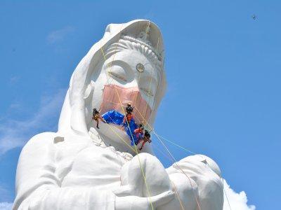 Patung Dewi Kannon di Jepang Pakai Masker, Berharap COVID-19 Cepat Berakhir