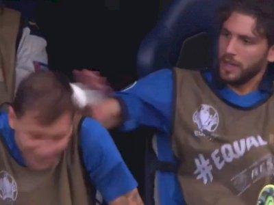 Euro 2020: Ajak Bercanda, Nicolo Barella Malah Kena Timpuk Manuel Locatelli