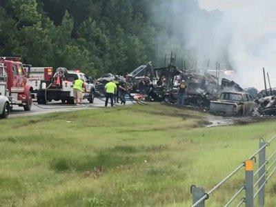 FOTO: Kecelakaan Maut di Alabama, 10 Orang Tewas