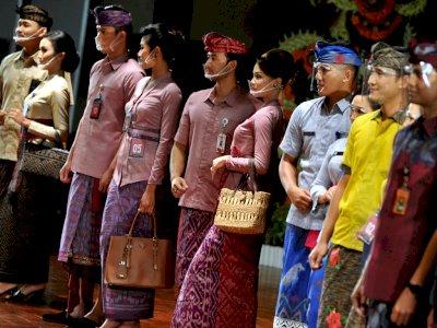 FOTO: Kreasi Busana Tekstil Tradisional Bali