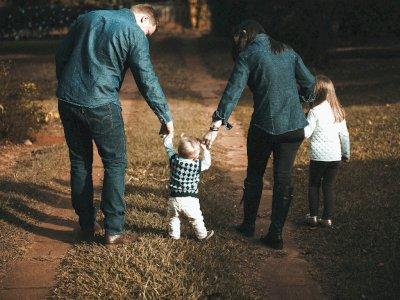 Psikolog Ingatkan Ayah dan Ibu Miliki Peran yang Sama Dalam Asuh anak