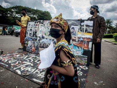FOTO: Aksi Teatrikal Tolak Revisi UU Minerba