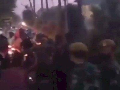 Suramadu Mencekam, Viral Video Petugas Dilempar Petasan Akibat Kebijakan Dikriminatif