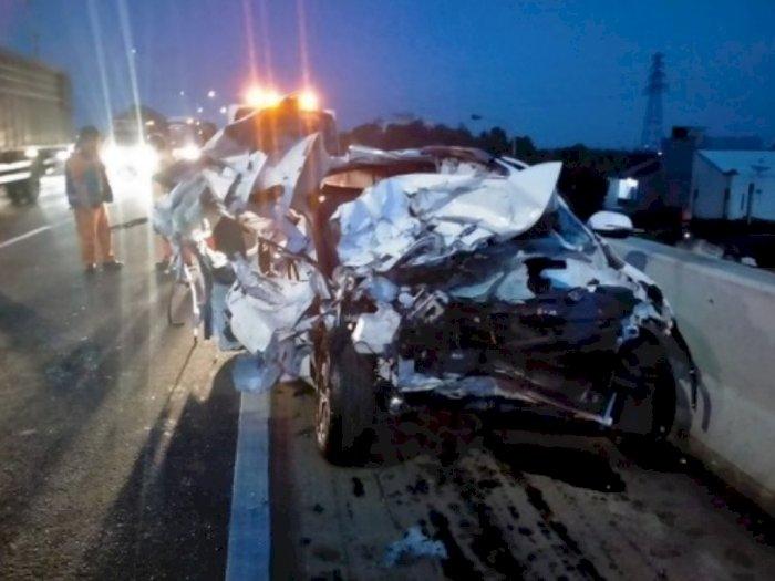 Viral! Kecelakaan Maut di Tol Jorr, Mobil Kia Ringsek Hingga Korban Tewas di Tempat