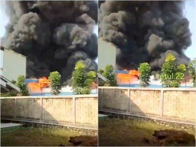 Pabrik Olahan Daging di Purwakarta Jabar Terbakar, Belasan Mobil Damkar Diturunkan