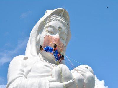 Patung Guanyin Pakai Masker untuk Mengingatkan Semua Orang Berdoa Agar Pandemi Berakhir