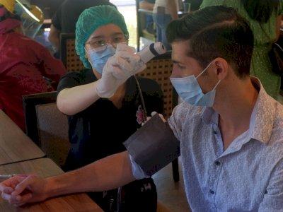 FOTO: Vaksinasi Dosis Kedua bagi WNA di Sanur Denpasar
