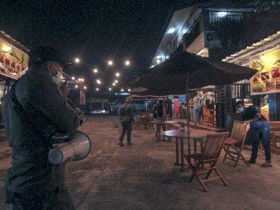 FOTO: Pembatasan Jam Operasional di Depok