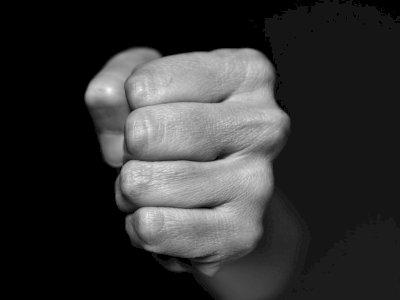 Kacau! Diduga Mabuk, Oknum Kades di Majalengka Hajar Warga Tanpa Alasan