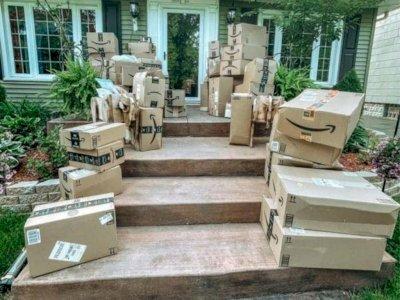Seorang Wanita Terkejut Setelah Menerima 150 Paket Amazon yang Tak Pernah Dia Pesan