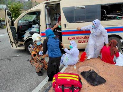 Ajaib 2 Bayi Ini Tidak Terluka Setelah Ambulans yang Ditumpangi Ditabrak Mobil Pribadi