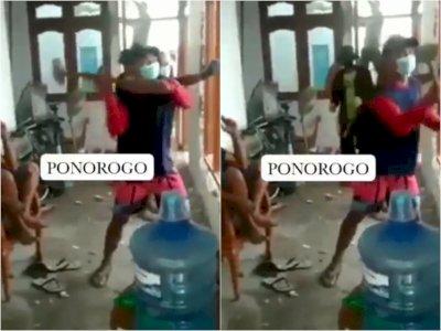 Pasutri di Ponorogo Cerai Sepakat Bongkar Rumah, Warga Gotong Royong Ikut Bantu