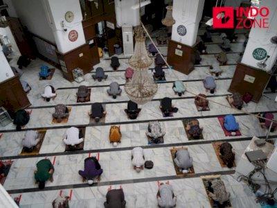 Pemprov DKI Larang Warga Salat Jumat di Masjid Kawasan Zona Merah