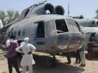 Toko Dealer Ini Menarik Ribuan Orang Cuma untuk Melihat Bangkai Helikopter IAF