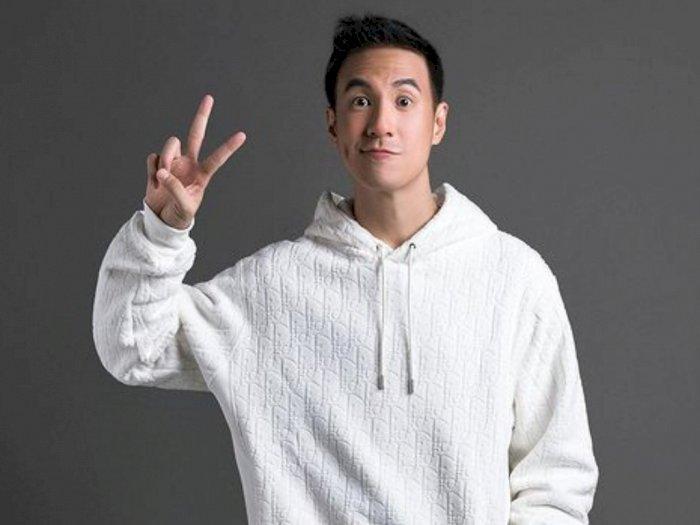 Daniel Mananta Memilih Buka Baju Saat Terjebak di Lift Bersama Wanita Telanjang