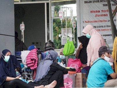 FOTO: Perawatan Pasien Diluar Ruangan RSUD Jayapura