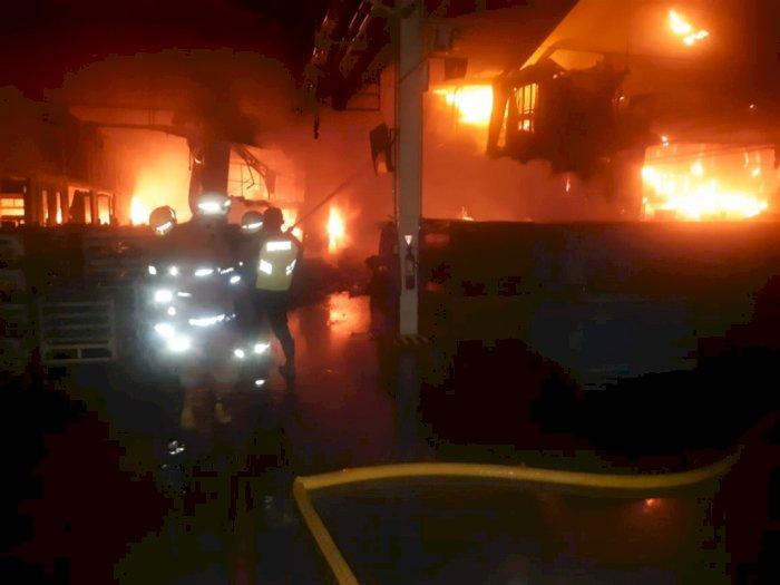 Akibat Korsleting Listrik, Pabrik Kampas Rem di Jakut Ludes Terbakar