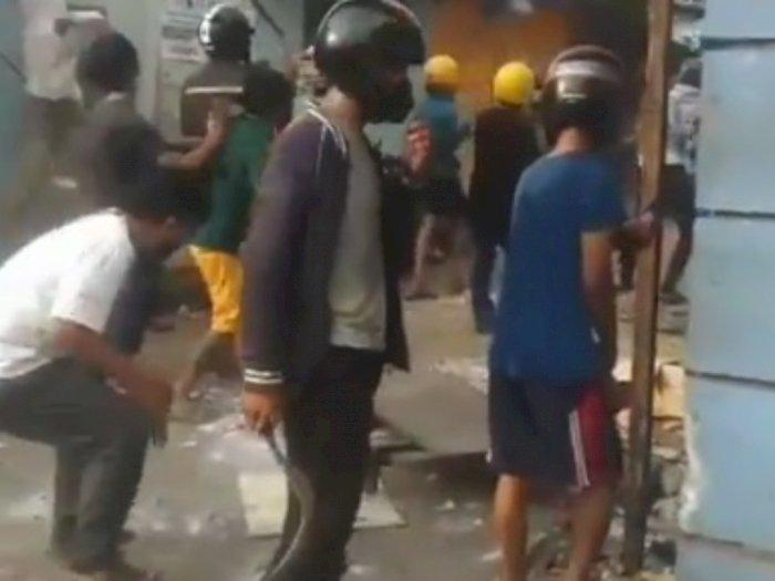 Viral Tawuran di Setia Budi Jaksel Saat Idul Adha, Ada yang Bawa Clurit