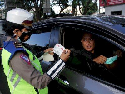 FOTO: Edukasi Disiplin Protokol Kesehatan di Makassar