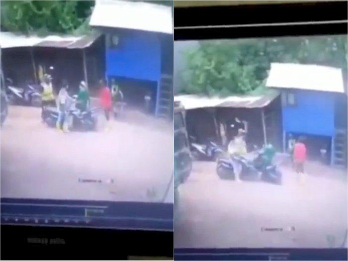 Detik-detik Pengendara Motor Bacok Kepala Pria di Jalan Raya Cikarang Barat, Terekam CCTV