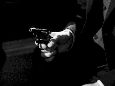 Pamer Senjata Baru dengan Orang di Bar, Pria Ini Tak Sengaja Tembak Dirinya Sendiri