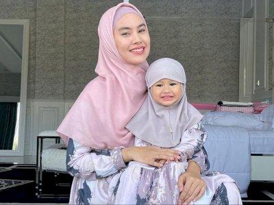 Potret Anak Bungsu Kartika Putri Berhijab Curi Perhatian, MasyaAllah Cantiknya Plus-plus