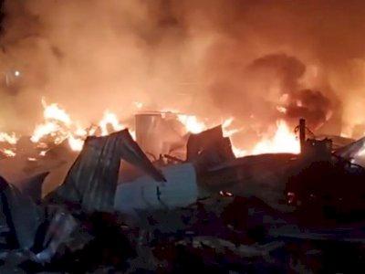 Gudang Mebel dan Gas di Jakbar Ludes Terbakar, Kerugian Capai Rp1 M
