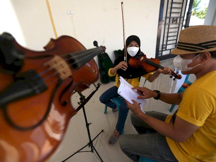 FOTO: Latihan Seni Musik di Tengah Pandemi