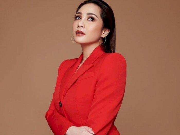 Berkelas! Nagita Slavina Tuai Pujian, Foto Cantik Ndeprok, Netizen: Cantiknya Kebangetan!